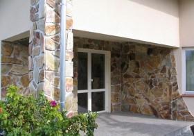 Elewacja domu z kamieni