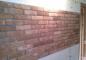 Ściana z cegły licowanej